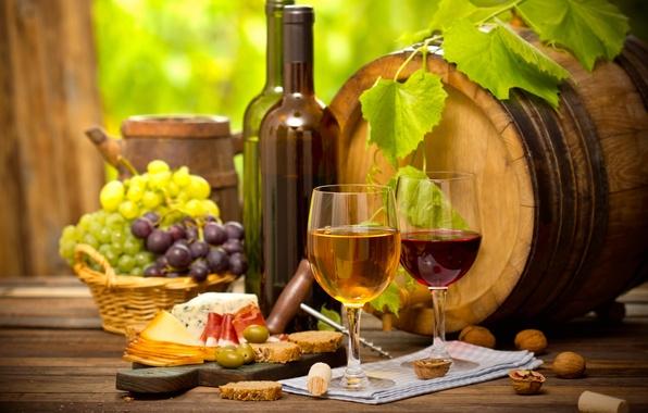 Картинка вино, бокал, сыр, хлеб, виноград, орехи, колбаса