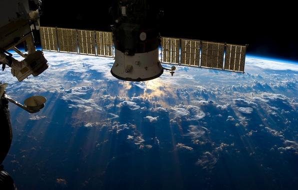 Картинка космос, облака, океан, земля, планета, свечение, орбита, space, МКС, ISS, модуль