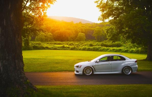 Картинка Mitsubishi, Lancer, Car, Grass, Sun, Sunset, White, Side, Road, Evolution X, Stance