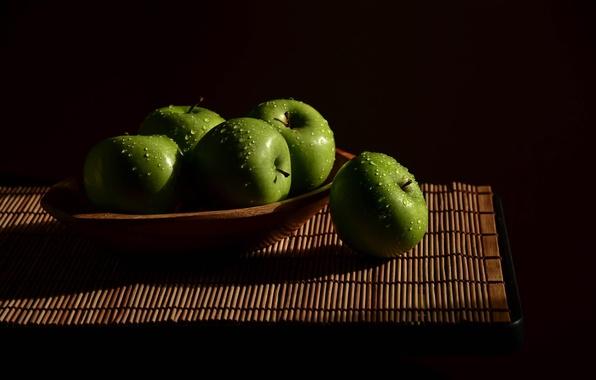 Картинка вода, капли, яблоки, зеленые, light, фрукты, натюрморт, wood, свежие, циновка, Apples