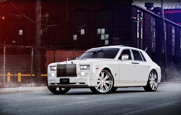 Картинка белый, здание, Phantom, ограждение, white, Rolls Royce, вид спереди, Фантом, Роллс Ройс