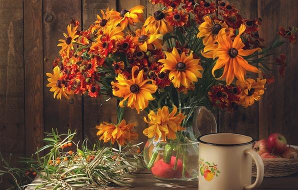 Картинка цветы, стол, яблоки, букет, кружка, ваза, натюрморт, цинии