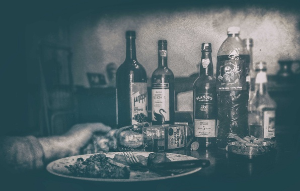 Картинка plate, glass, food, drink, bottles, hand, fork, cigarette butts