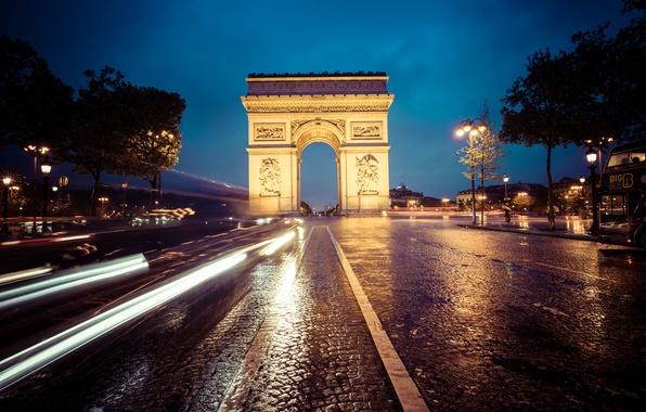 Картинка авто, небо, облака, деревья, ночь, улица, фары, Франция, Париж, автобус, Arc de Triomphe, Champs-Élysées