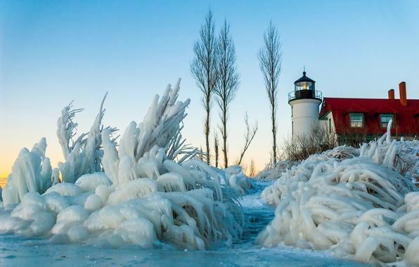 Картинка лед, зима, небо, снег, дом, маяк, кусты