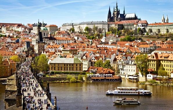 Картинка город, река, люди, вид, здания, дома, крыши, Прага, Чехия, панорама, архитектура, паром, Prague, Влтава, Praha, …