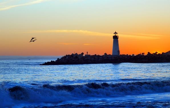 Картинка волны, пляж, облака, закат, маяк, чайка, залив, оранжевый небо