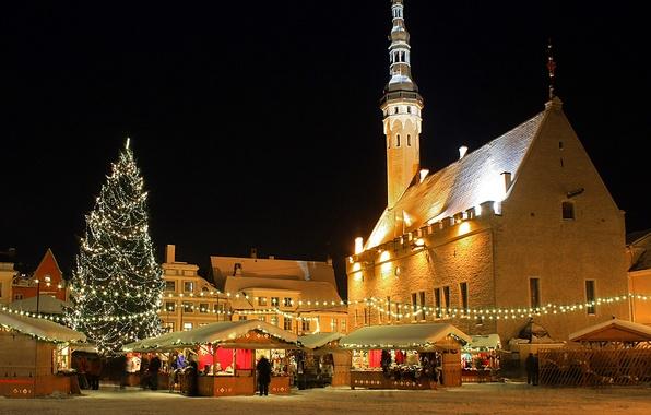 Картинка огни, елка, дома, рождество, Эстония, Таллин, Tallinn, базарчик, лавки, Estonia, ратуша