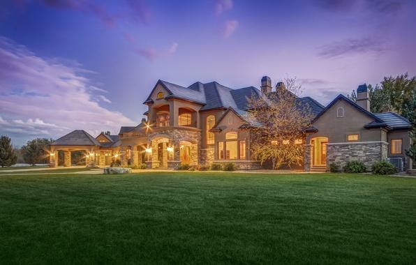 Картинка зелень, небо, трава, облака, закат, дизайн, огни, дом, газон, поляна, вечер, фонари, особняк