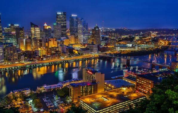 Картинка река, здания, мосты, ночной город, Пенсильвания, небоскрёбы, Pennsylvania, Питтсбург, Pittsburgh, Golden Triangle, Золотой треугольник, река …