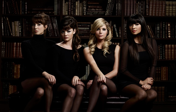 Картинка девушки, книги, четверо, библиотека, четыре, Lucy Hale, Ashley Benson, Troian Avery Bellisario, Shay Mitchell, Pretty …