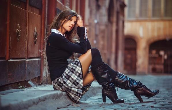 Картинка улица, юбка, сапоги, школьница, ножки, Schoolgirl in the street, Julien Fischer