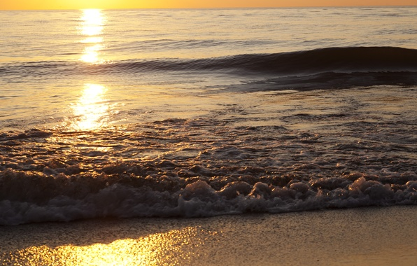 Картинка песок, море, волны, пляж, небо, пена, вода, солнце, свет, закат, брызги, природа, сияние, берег, волна, …