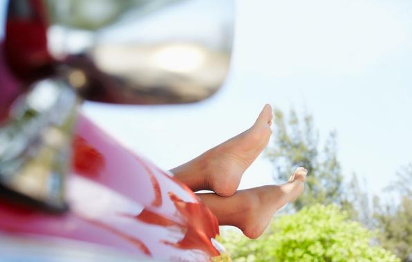 Картинка машина, небо, листья, девушка, деревья, фон, дерево, widescreen, обои, ноги, настроения, листва, wallpaper, ножки, широкоформатные, …