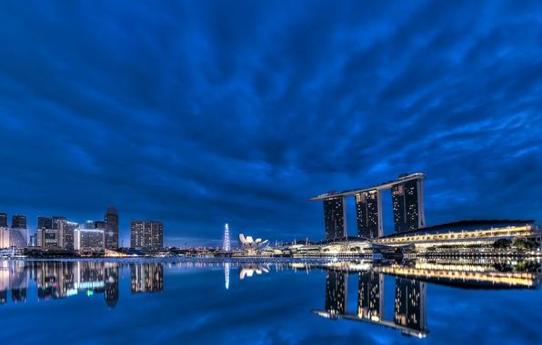 Картинка облака, ночь, lights, огни, отражение, небоскребы, подсветка, залив, Сингапур, архитектура, мегаполис, night, clouds, Singapore, синее …