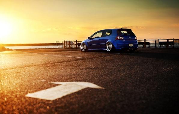 Картинка солнце, закат, синий, Volkswagen, блик, гольф, R32, blue, Golf, фольксваген, rear