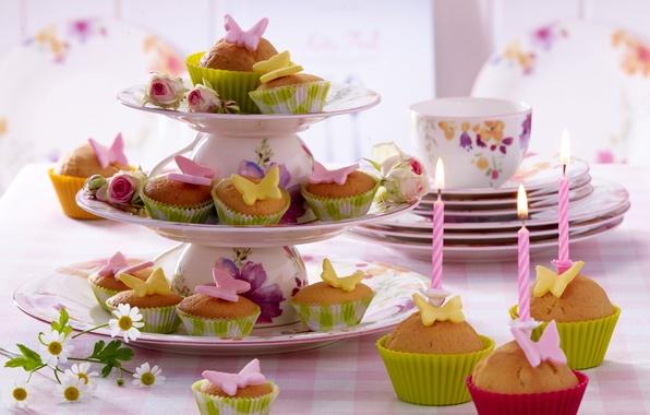 Картинка бабочки, цветы, стол, еда, розы, свечи, чашки, пирожное, cake, десерт, food, butterfly, flowers, сладкое, кексы, …