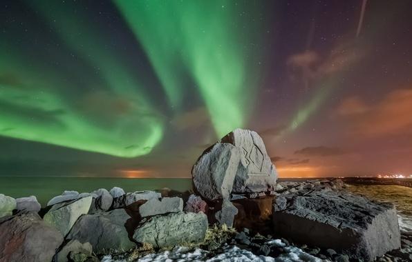 Картинка море, звезды, горы, ночь, камни, северное сияние, Исландия