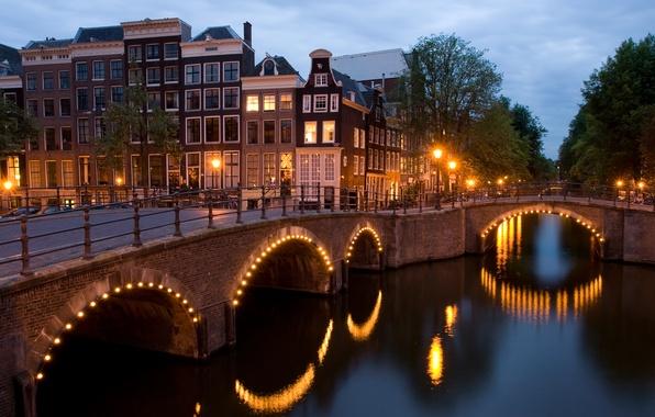 Картинка мост, огни, Амстердам, перекресток, угол, канал, Нидерланды, сумерки, Amsterdam, view, dusk, Netherlands, corner, Reguliersgracht, перекрёсток …