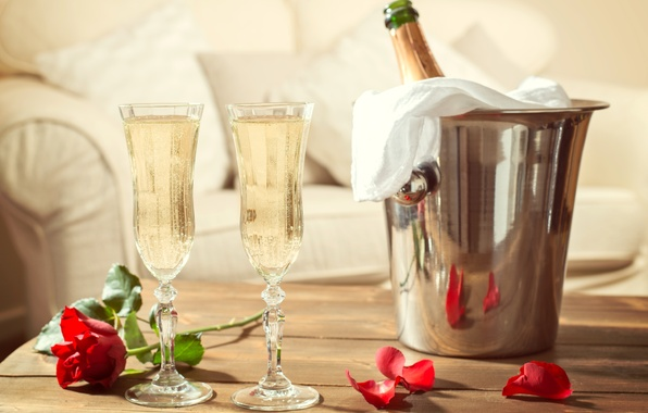 Картинка цветок, стол, праздник, роза, бутылка, лепестки, бокалы, шампанское, красная, ведерко