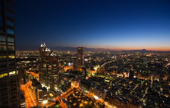 Картинка небо, закат, огни, вид, здания, высота, небоскребы, вечер, Япония, освещение, Токио, панорама, синее, мегаполис, столица