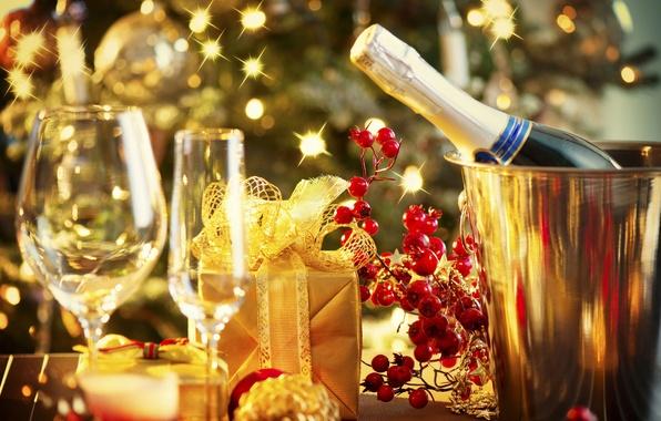 Картинка огни, праздник, подарок, бокалы, Рождество, Новый год, гирлянда, шампанское, New Year, gift, decoration, champagne