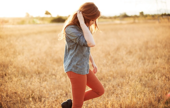 Картинка поле, трава, девушка, природа, рыжеволосая, Danielle