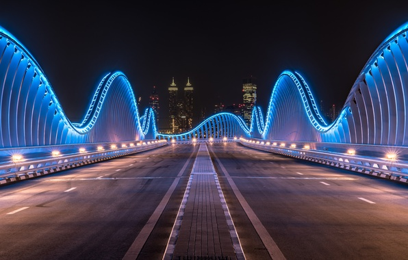 Картинка ночь, city, город, lights, огни, Дубай, Dubai, night, ОАЭ, UAE, мост Мейдан, Meydan Bridge
