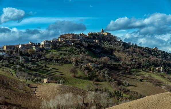 Картинка осень, небо, облака, деревья, город, поля, гора, холм, Италия
