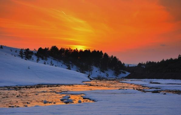 Картинка холод, зима, снег, деревья, закат, река, холмы