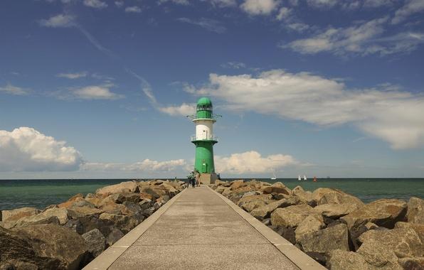 Картинка море, белый, зеленый, люди, скалы, green, маяк, лодки, Германия, Росток, white, sea, Germany, rocks, people, …