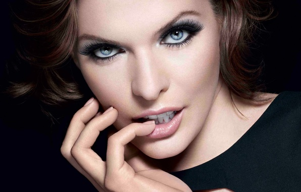 Картинка глаза, взгляд, девушка, лицо, стиль, рука, milla jovovich, актрисак