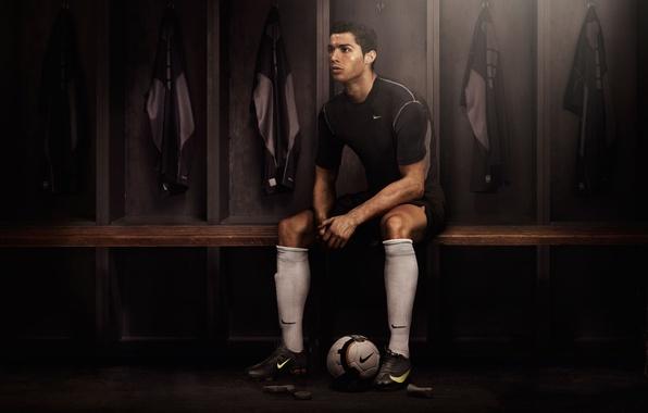 Картинка Dark, Cristiano Ronaldo, Nike, Football, Real Madrid, Portugal, Soccer, Player, Locker room