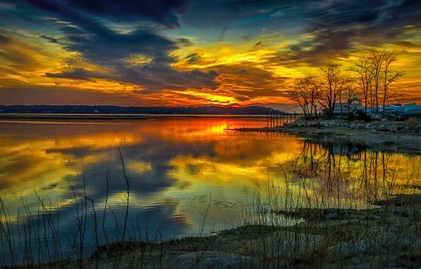 Картинка небо, облака, деревья, закат, озеро, дом, вечер, зарево