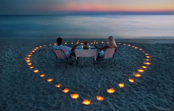 Картинка море, девушка, романтика, берег, вечер, свечи, блондинка, пара, парень, столик, ужин