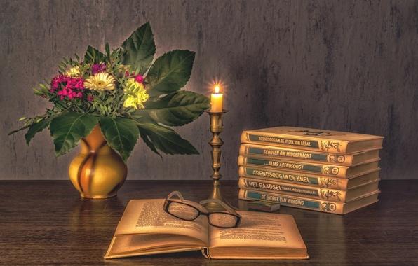 Картинка цветы, книги, свеча, букет, очки, натюрморт