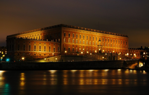 Фото обои огни, ночь, набережная, королевский дворец, Стокгольм, Швеция