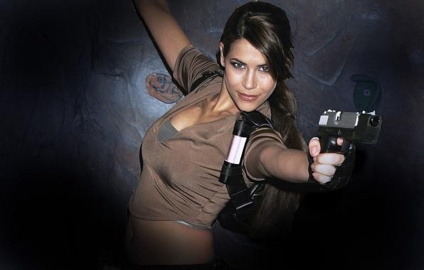 Картинка женщины, пистолет, оружие, Karima Adebibe