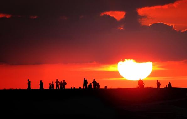 фото на закате солнца люди
