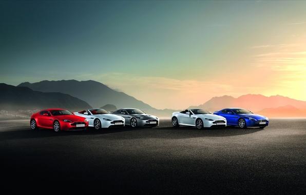 Картинка Aston Martin, СИНИЙ, ФОН, БЕЛЫЙ, ГОРЫ, СЕРЫЙ, ЦВЕТ, КРАСНЫЙ, ЗАКАТ, МЕТАЛЛИК