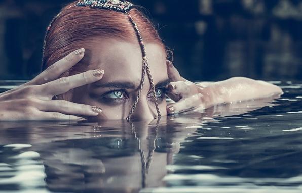 Картинка глаза, взгляд, вода, девушка, лицо, стиль, ситуация, руки, пальцы, украшение