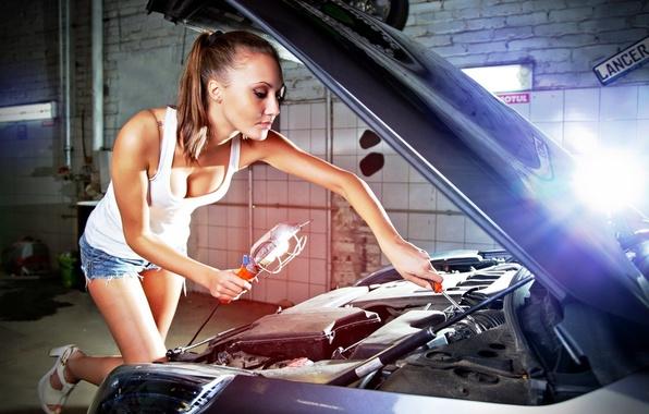 Обои машина, авто, грудь, девушка, капот, ремонт