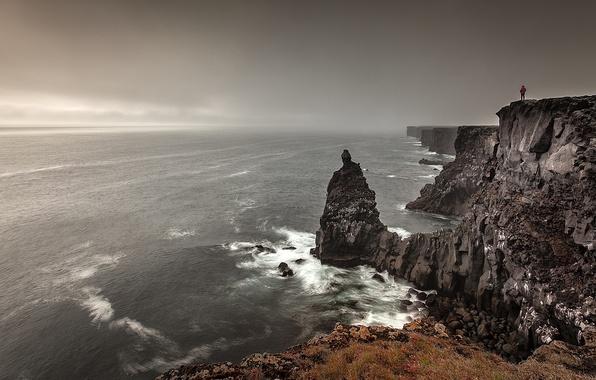 Картинка море, волны, небо, трава, пейзаж, горы, камни, океан, человек, вид, Природа, waves, grass, sky, sea, …