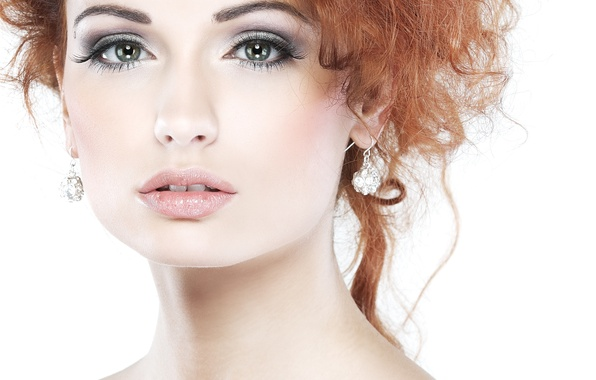 Картинка глаза, взгляд, девушка, лицо, фон, модель, волосы, серьги, макияж, губы, тени, рыжая