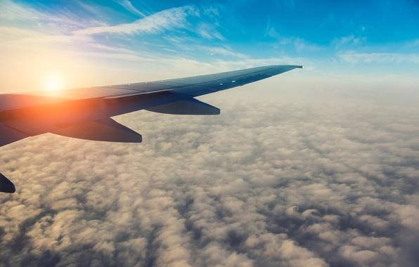 Фото обои небо, солнце, облака, полет, самолет, утро, крыло, размытость, яркое, sky, aircraft, flight, clouds, airplane, боке, ...