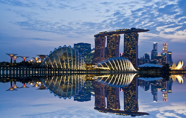Картинка небо, облака, lights, огни, отражение, небоскребы, вечер, подсветка, залив, Сингапур, архитектура, мегаполис, sky, clouds, evening, ...