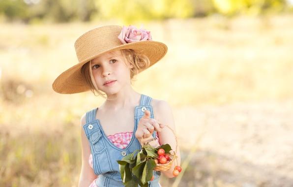 Картинка цветок, природа, ягоды, блондинка, девочка, шляпка, кареглазая