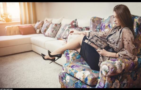Картинка девушка, интерьер, кресло, книга, ножки, сидит, photographer, чтение, Артём Барташ