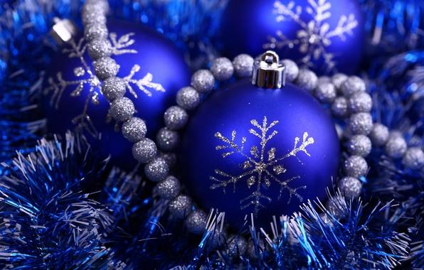 Картинка синий, праздник, новый год, серебристый, бусы, new year, мишура, снежинка, елочный шар, блестящий