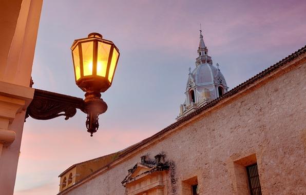 Картинка свет, здание, вечер, освещение, фонарь, Colombia, Колумбия, Cartagena Cathedral, La Catedral de Santa María la …